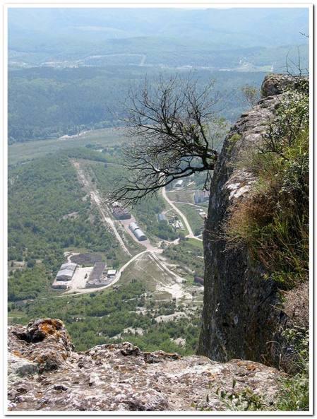 Тепе-Кермен, вид на воинскую часть