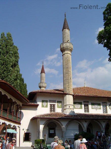 http://fiolent.biz/images/bakhchisaray_palace.jpg
