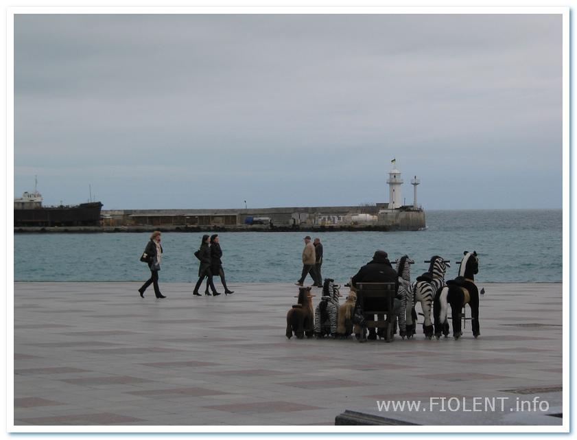 http://fiolent.biz/images/yalta_pier.jpg